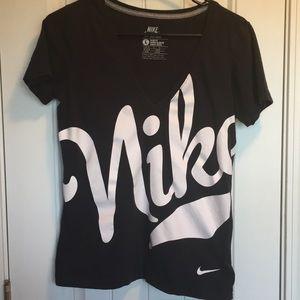 Nike Sportswear Slim Fit V-Neck T-shirt Size Large